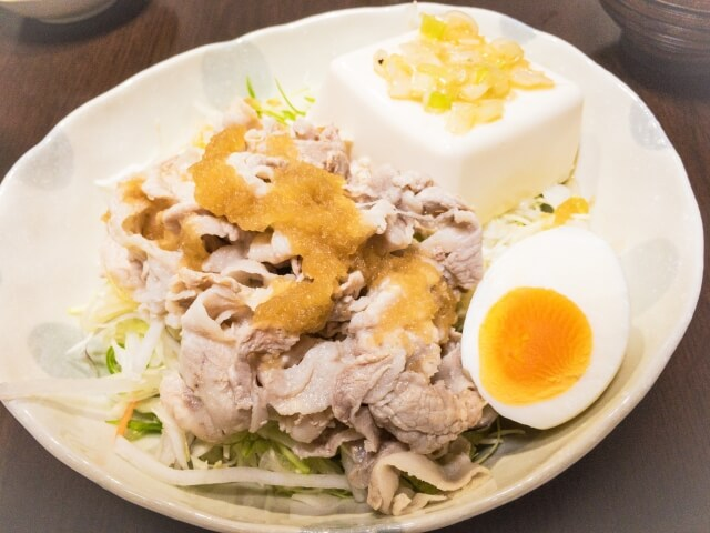 ダイエット食事 豚肉サラダ