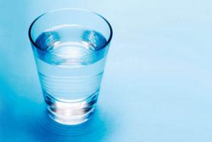 コップ1杯の水